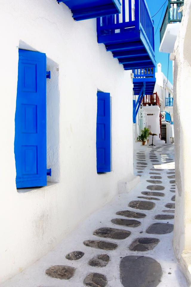 Mykonos_Travel Guide_What to Do_Where to go_beaches_What to eat_where to eat_mykonos town_blog_cobble blue color