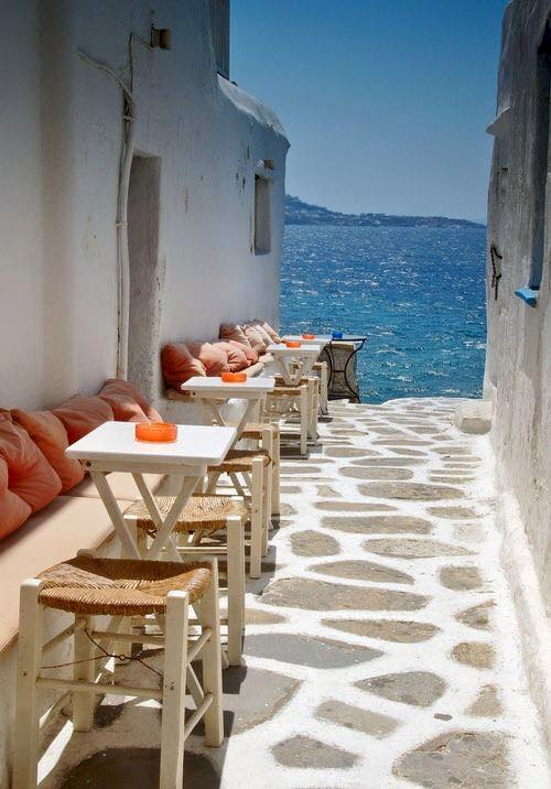 Mykonos_Travel Guide_What to Do_Where to go_beaches_What to eat_where to eat_mykonos town_blog_ocean cafe alley