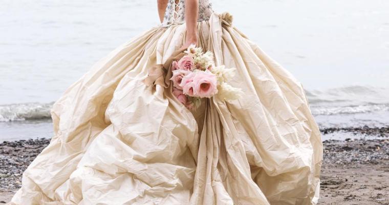 Svatební šaty vrůzných barvách
