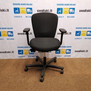 Švediški.lt EFG Juoda Biuro Kėdė Su Porankiais, Švedija
