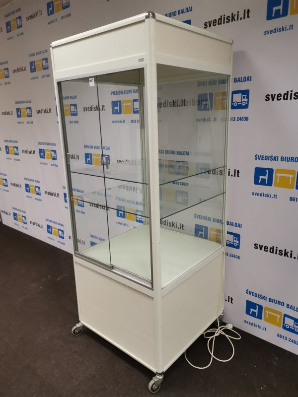Svediski.lt Ratius Inredningar Balta Spinta Su Stiklo Durimis Ir Apšvietimu, Švedija