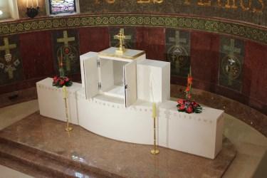 Novo svetohranište i ophodni oltar