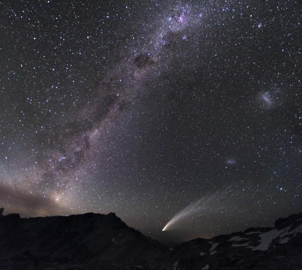 Slika dana:Tri galaksije i kometa [27.10.2013]