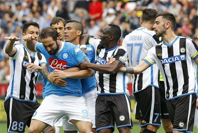 Napoli sve dalje od titule, Higuain 'poludio' nakon isključenja