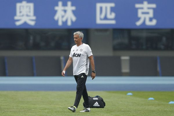 Jose+Mourinho+Manchester+United+Pre+game+Training+xKieM0G5Tx2l