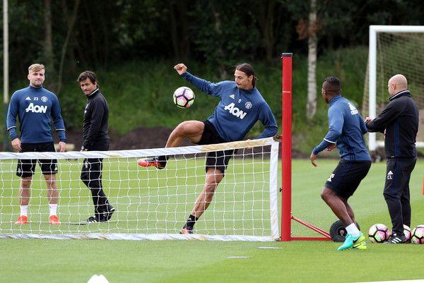 Zlatan+Ibrahimovic+Manchester+United+Training+z8drFziFCBSl