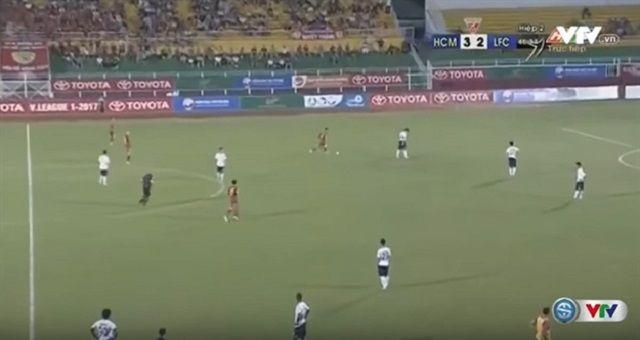 Bizarna situacija i cirkus na utakmici: Igrači stajali na terenu i gledali kako im protivnici zabijaju golove