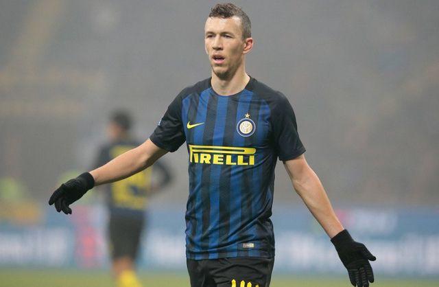Zašto je Perišić dobio žuti karton za vraćanje lopte glavom svom golmanu? (VIDEO)