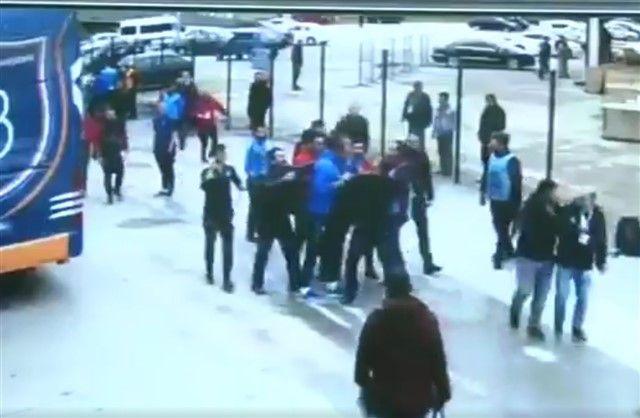 Nogometaši Basaksehira napali novinare!