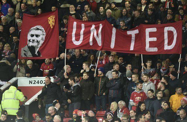 Navijači Uniteda razočarani ponašanjem njihovih ljubimaca nakon poraza od Huddersfielda