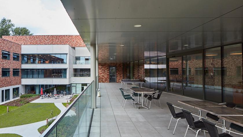 Nieuwe kamers voor de afdeling materniteit H.H. ziekenhuis Lier *
