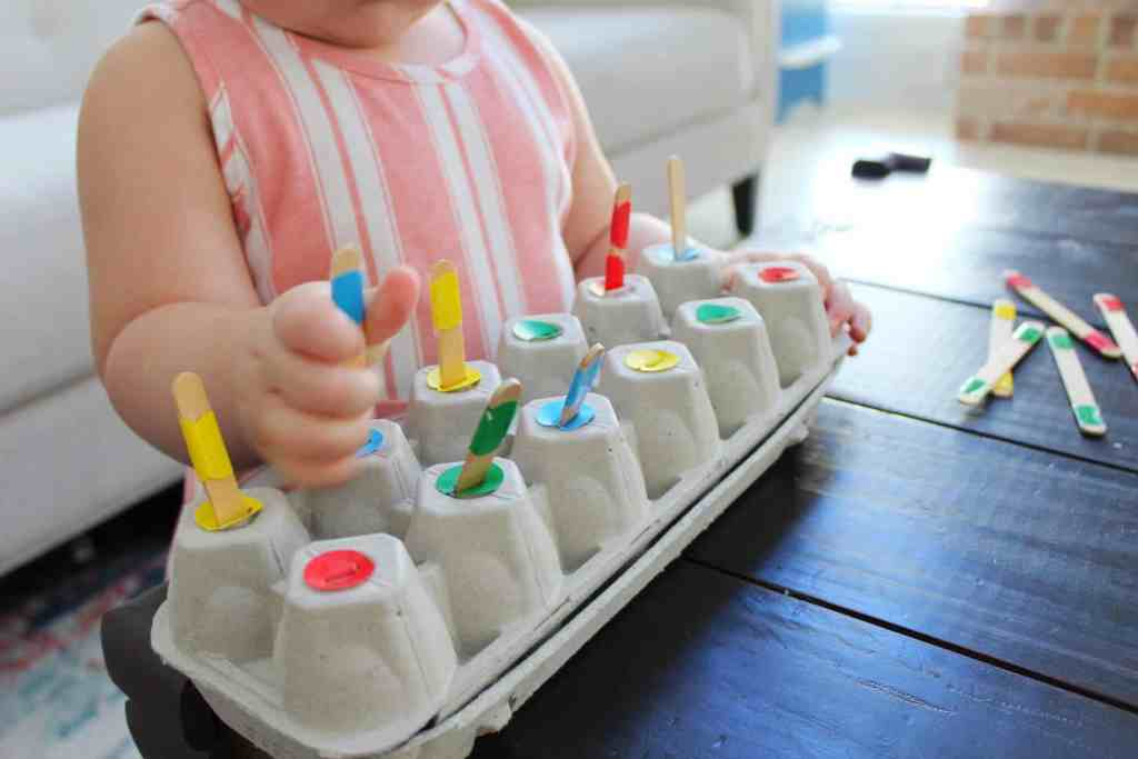 Popsicle Stick Sorting to help your toddler learn their colors! We made this using color coding stickers, popsicle sticks and egg carton!