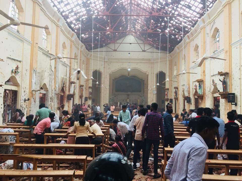 حظر وسائل التواصل الاجتماعي في سريلانكا بعد سلسلة تفجيرات
