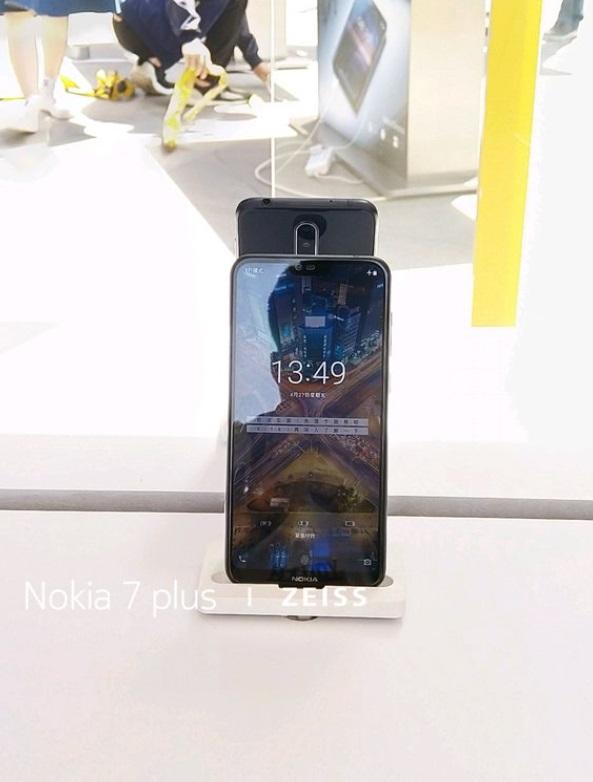 هاتف نوكيا اكس يظهر في صور مسربة (نوتش ؟)
