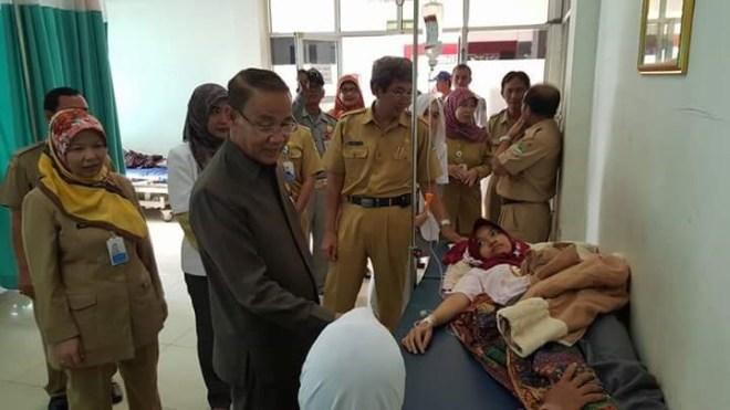 DR. H. Karna Sobahi, M. Mpd. saat meninjau RSUD Majalengka yang masih kurang daya tampungnya