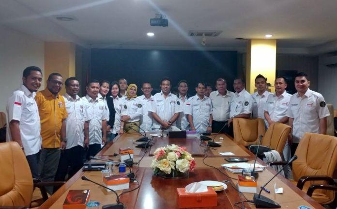 Ketua dan Wasekjend Bidang Keanggotaan DPP Partai HANURA Bersama Jajaran Pengurus Departemen