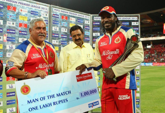 Chris Gayle Man of the Match in IPL,,Chris Gayle receiving Man of the Match in IPL 2013 from Vijay Mallya