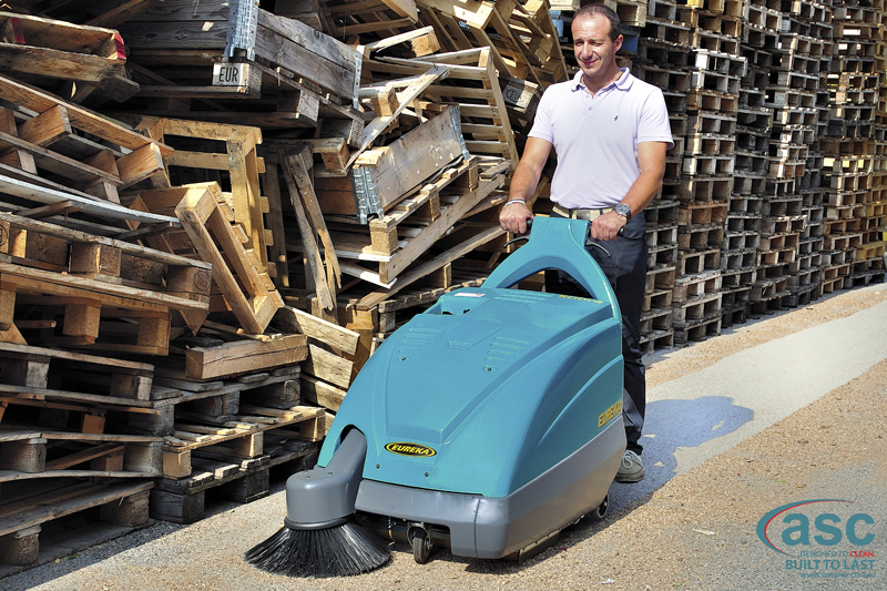 ASC Eureka M1 sweeper with man 2