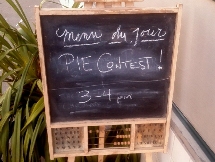 pie contest sign