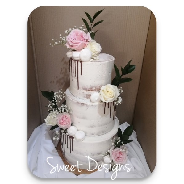 Wedding Cake Naked effect with fresh flowers