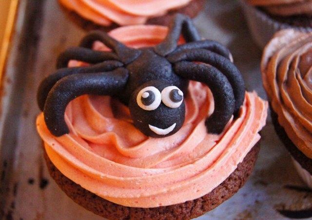 Halloween Cupcake mit Spinne