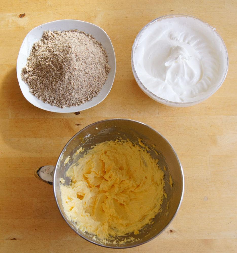 Buttermasse, Eischnee, Mandeln und Mohn