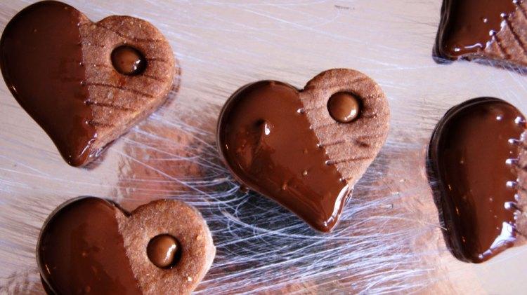 Herzen in Schokolade tunken