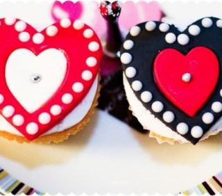 Valentine's Sugarpaste/Fondant Hearts Vanilla Cupcakes