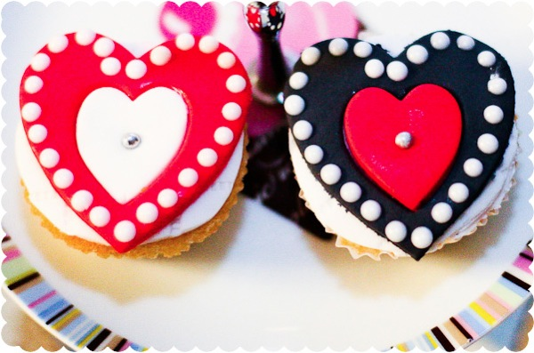 Valentines sugarpaste fondant hearts red white piped dots