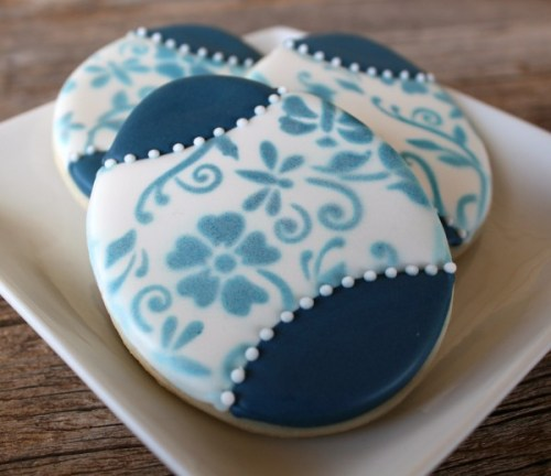 Simple Delft Blue Easter Egg Cookies