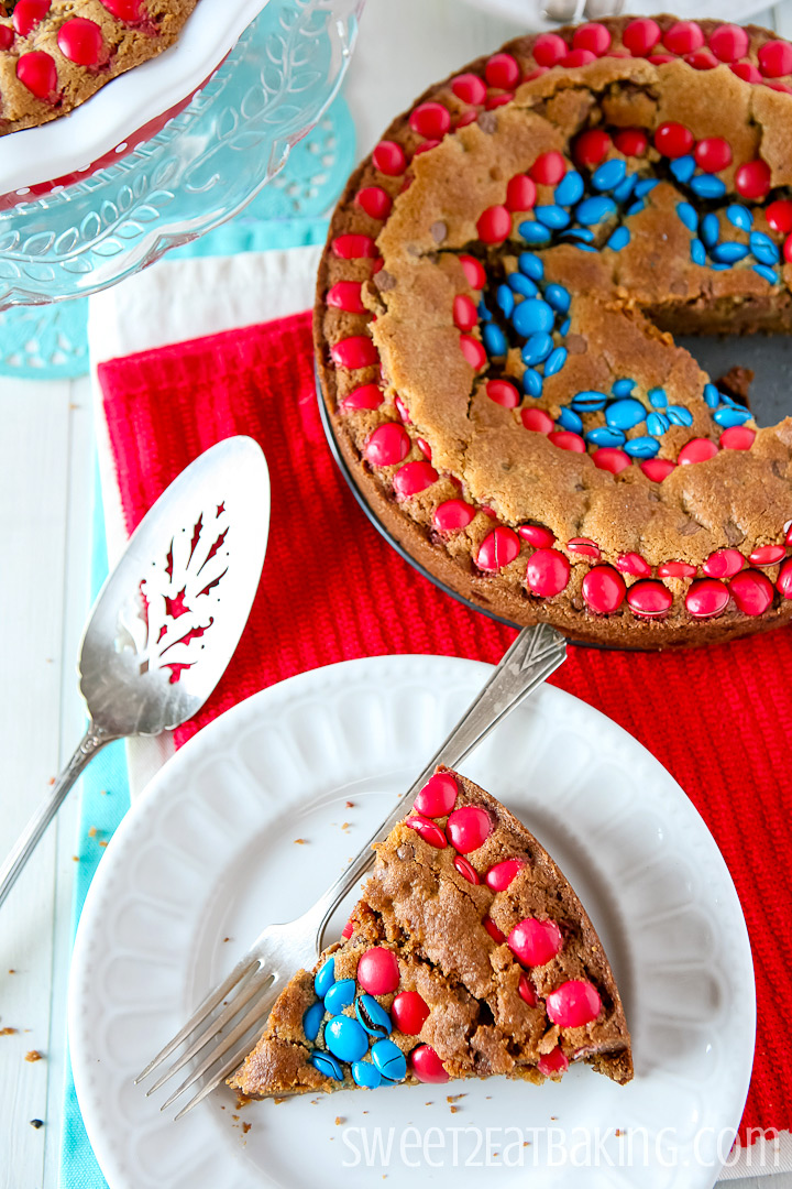 Captain America M&Ms Cookie Cake by Sweet2EatBaking.com | #m&ms #chocolatechip #cookie #cake