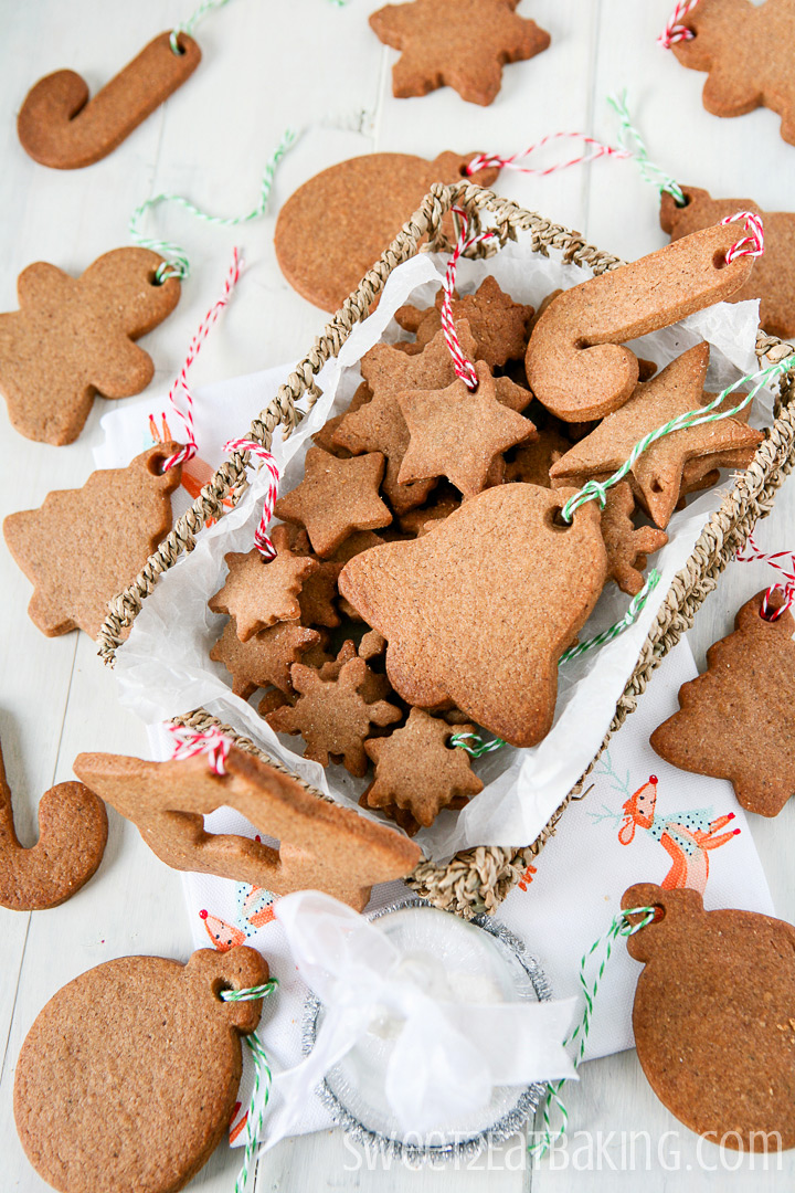 Speculoos Christmas Cookies by Sweet2EatBaking.com #speculoos #cookies #christmas #recipe