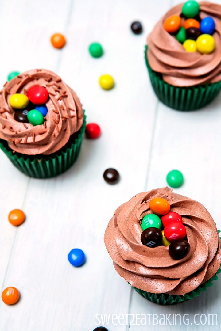 Crispy M&Ms Cupcakes Recipe by Sweet2EatBaking.com