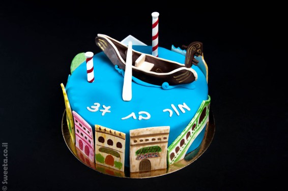 עוגה של ונציה מעוצבת בבצק סוכר עם גונדולה