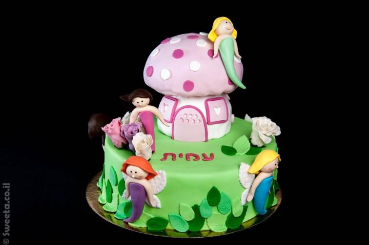 עוגת פיות מבצק סוכר עם בית פטריה מעוצב