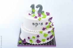 עוגה מעוצבת בבצק סוכר קומותיים למיקה