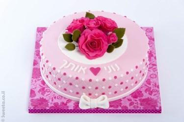 עוגת מתנה באהבה פרחונית
