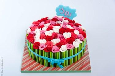 עוגת זר פרחים מעוצבים בבצק סוכר