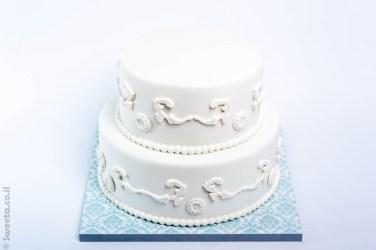 עוגת חתונה קומותיים מעוצבת בבצק סוכר