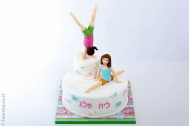 עוגת מתעמלות מפוסלות בבצק סוכר
