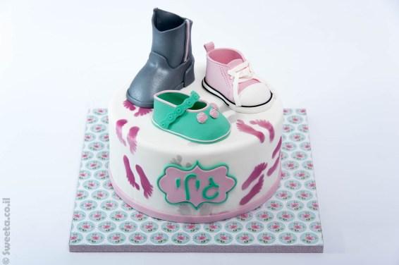 נעליים מעוצבות בבצק סוכר לכבוד גילי שהתחילה ללכת