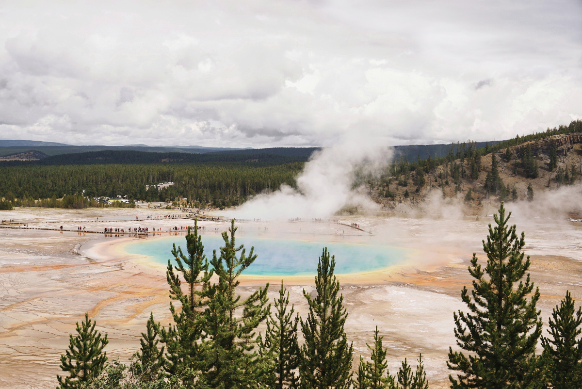 Yellowstone National Park - from geysers to mountains