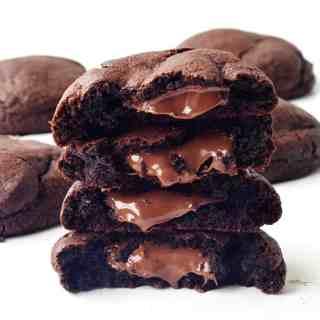 Nutella Stuffed Chocolate Cookies