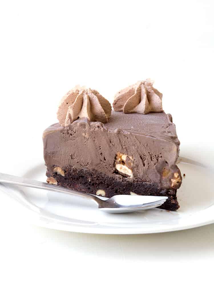 Snickers Chocolate Brownie Ice Cream Cake | Sweetest Menu