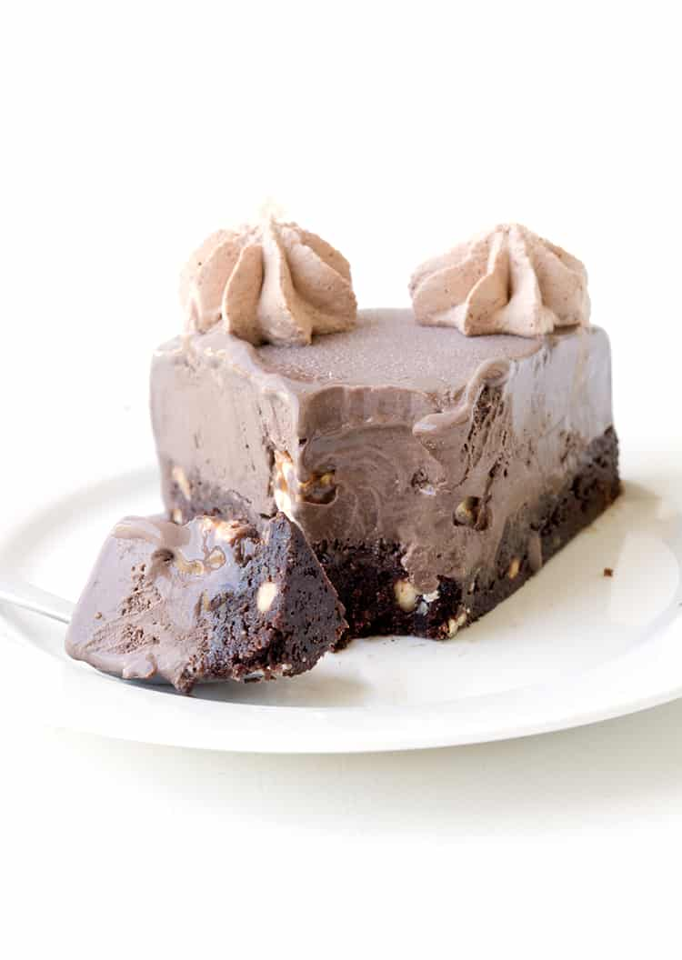 Snickers Chocolate Brownie Ice Cream Cake | Sweetest Menu