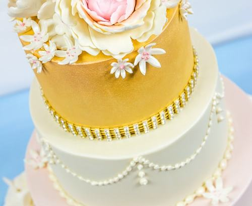 4 Tier wedding cake with petals & flowers