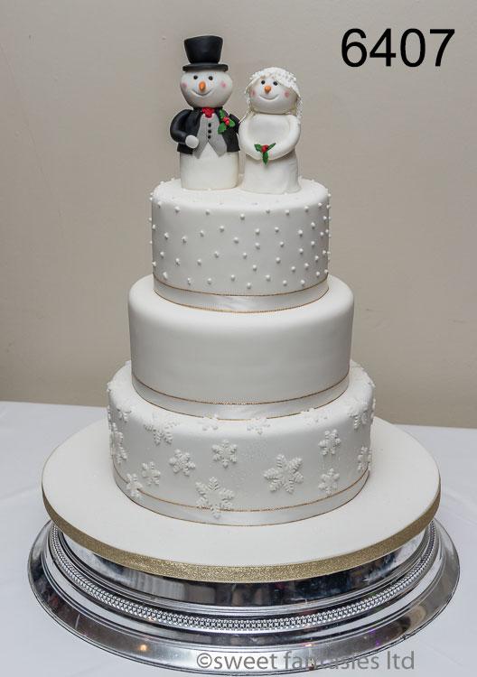 wintery wedding cake with snowman bride & groom
