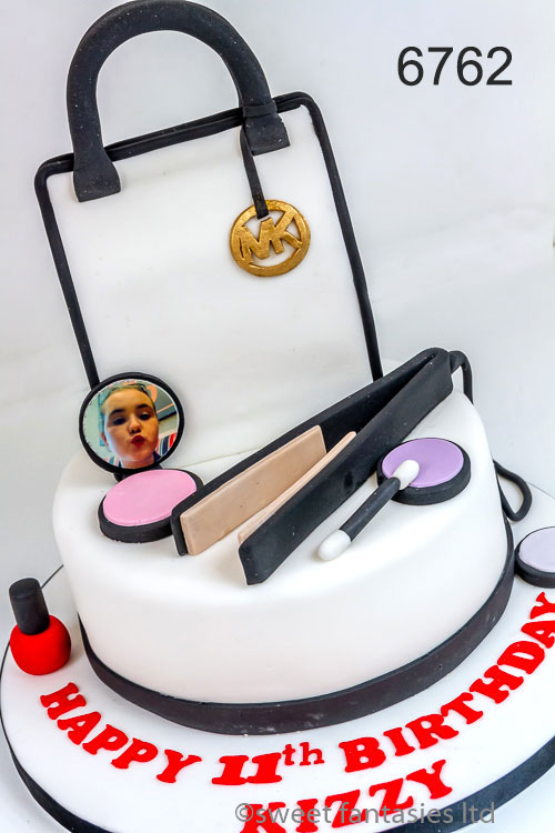girls birthday cake - make-up & bag