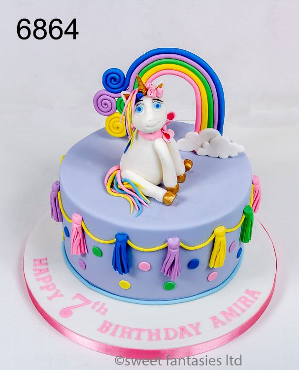 Unicorn cake with rainbow & tassel bunting