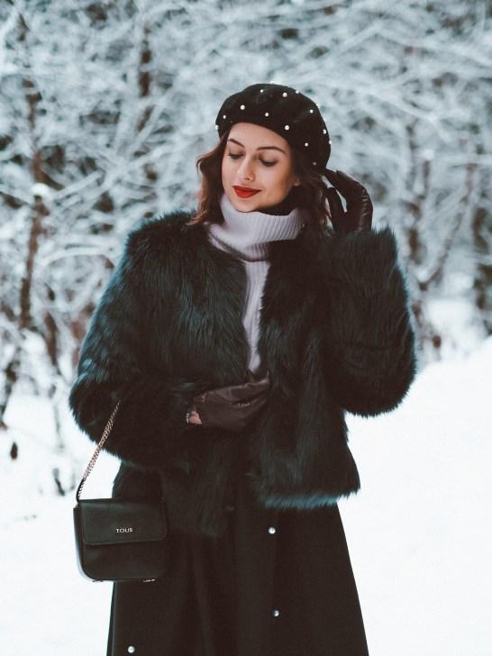 Pearls & fur coat15